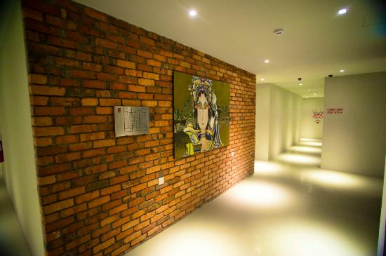 Ryokan Chic Hotel: Feature Wall on the 3rd Floor