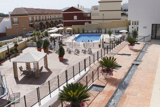 Hotel Mencia Subbetica: Patio-piscina