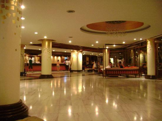 Mountain Beach Hotel: Another image of the lobby