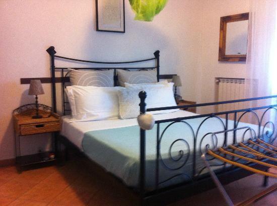 Villa Monica B&B: Bed....