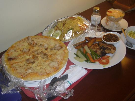 Nazimgarh Garden Resort: Foods at room service.