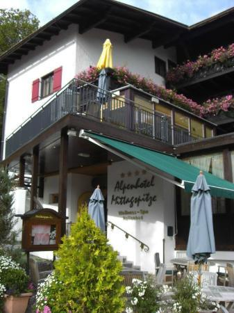Alpenhotel Mittagspitze: entrada al hotel