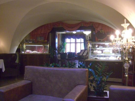 Grand Hotel Praha: dining room