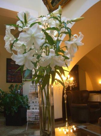 Grand Hotel Praha: lillies in reception