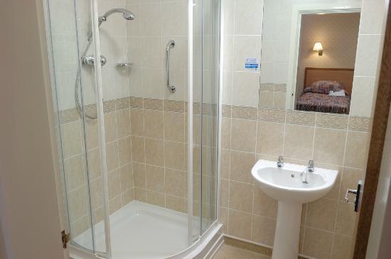 Seabank Hotel: Shower