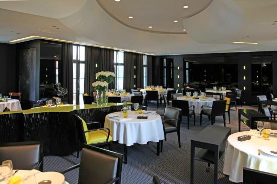 Restaurant La Pyramide : Salle de restaurant