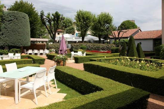 Restaurant La Pyramide : Jardins