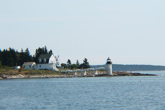 Marshall Point Lighthouse Museum: Marshall Point Lighthouse from the water