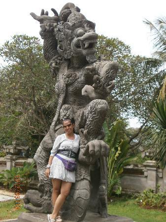 patung yg telah direnovasi di area taman mini picture of
