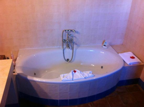 Hotel La Fuente del Sol: Super bañera hidromasaje