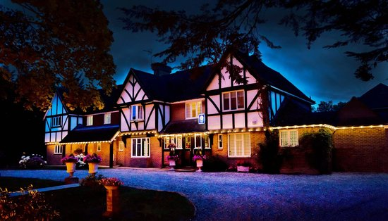 Little Silver Country Hotel: Hotel at Night