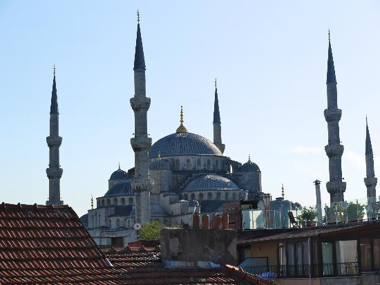 ‪‪Side Hotel and Pension‬: View of the Blue Mosque from Roof Terrace Side Hotel
