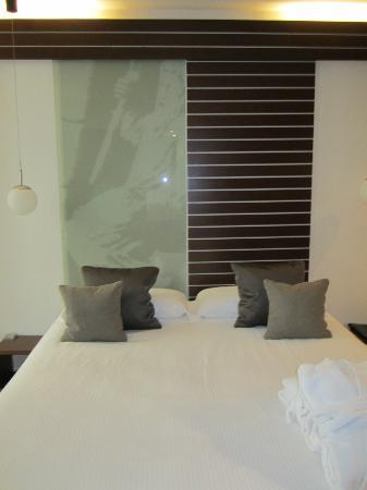 Hotel Museu Llegendes de Girona: Comfortable bed