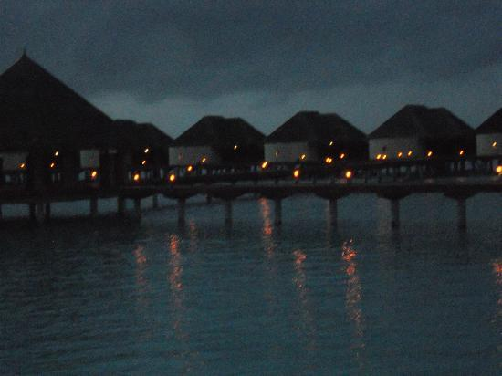 Kanuhura - Maldives: view of water villas at night