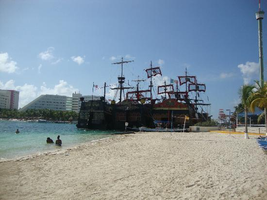 Occidental Costa Cancun: Captain Hook Ships
