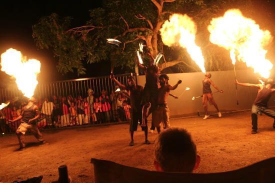 Navara Restaurant: Unforgettable fire show