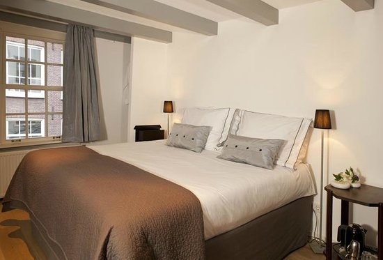 Bed and Breakfast Sleep With Me: Dinard