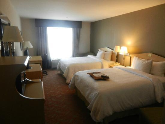 Hampton Inn & Suites San Francisco-Burlingame-Airport South: A room wide enough