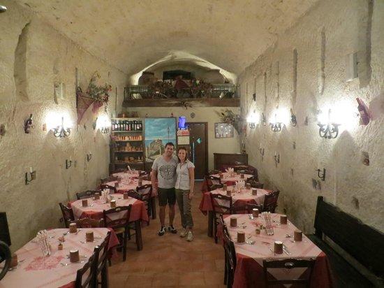 Taverna L'antica Grotta: la sala!!!!!