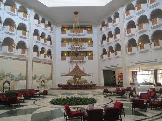 Hotel Palace Oceana Hammamet: Entrée vue du bar pour le soir