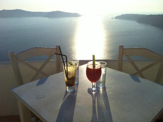Rocabella Santorini Hotel: View from our fav sunset drink spot