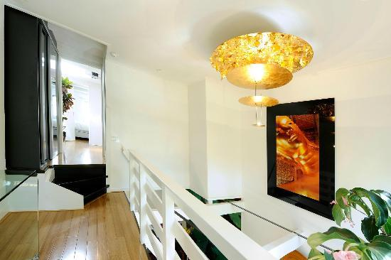 Amsterdam Boutique Apartments: Buddha on the wall
