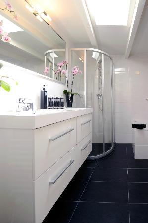 Amsterdam Boutique Apartments: Bathroom