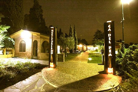Sommacampagna, Italia: Ingresso Ca' del Pea di sera