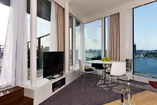 DoubleTree by Hilton Hotel Amsterdam Centraal Station: Master Suite