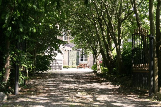 Preston House Restaurant and GuestHouse: The view of the house from our driveway