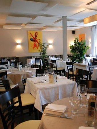 Le Val Joli : La grande salle de restaurant