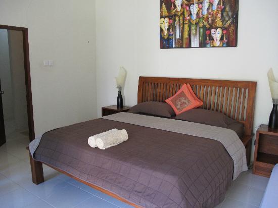 Aaliku Bungalows: The bed