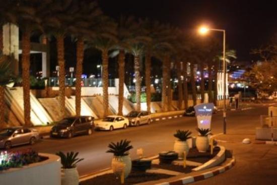 Leonardo Royal Resort Hotel Eilat: выход в город