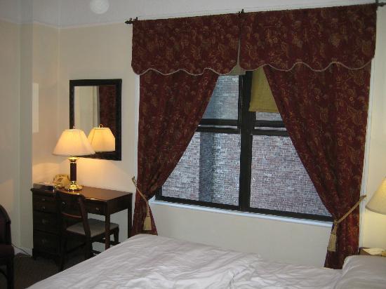 Imperial Court Hotel: finestra destra