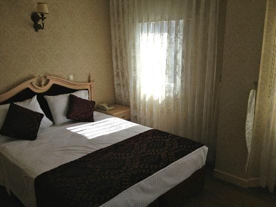 Amiral Palace Hotel: Single room
