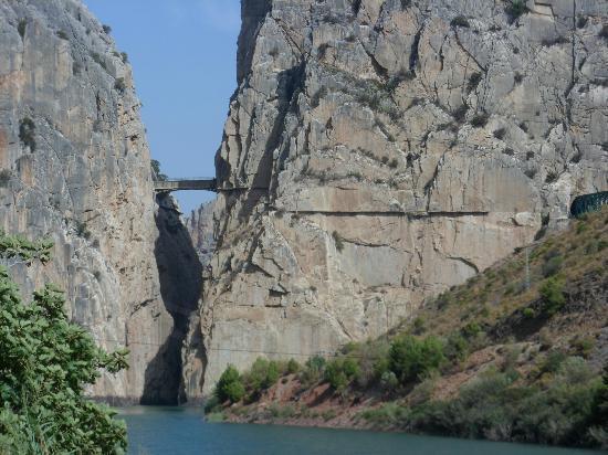 Fuegoblanco: El Chorro gorge