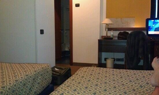 Grand Hotel Tiberio: small rooms, hard twin beds.