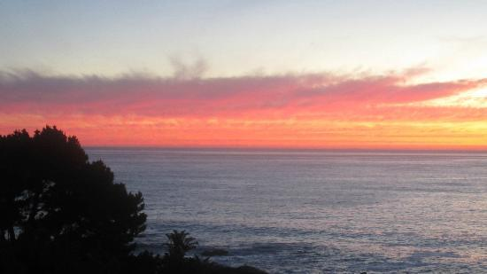 Ocean View House: Sunset viewed from the pool deck