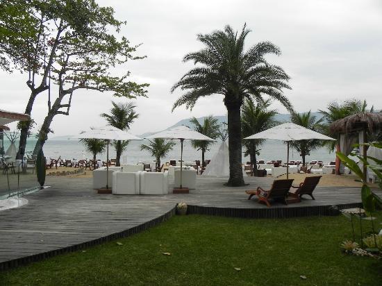 DPNY Beach Hotel & Spa: Praia durante o dia.