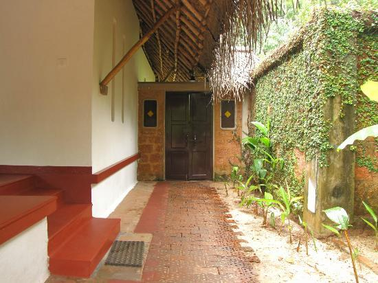 Marari Beach Resort: Entrance to the villa