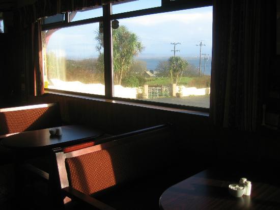 Coyne's Bar & Bistro: Cosy bar and big windows on the world outside.
