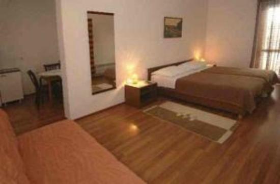 Villa Konalic: habitacion