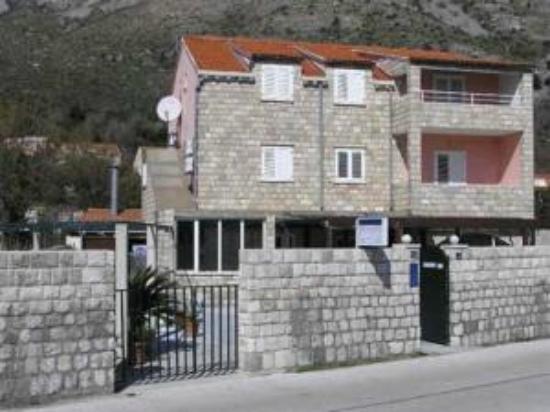 Villa Konalic: fachada principal