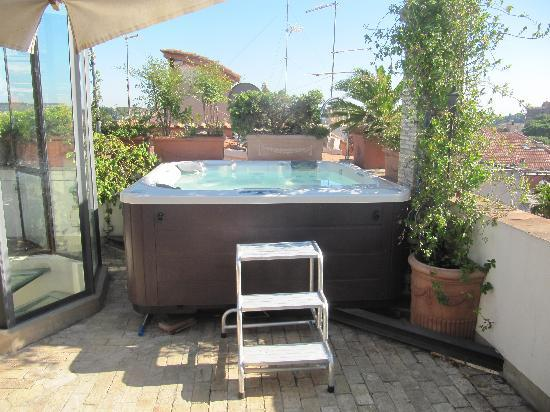 Residenza Torre Colonna: Rooftop jacuzzi
