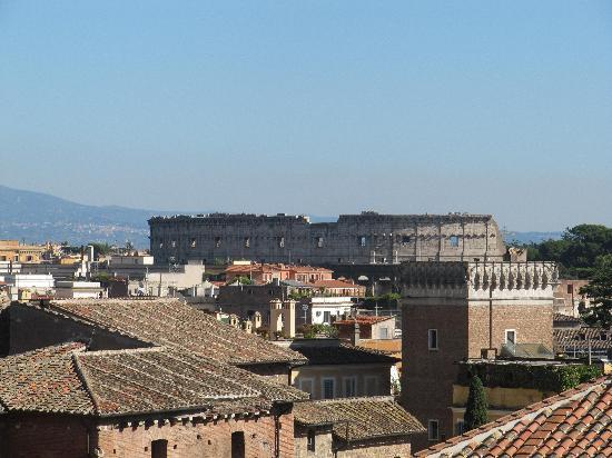 Residenza Torre Colonna: View of Colosseum from rooftop