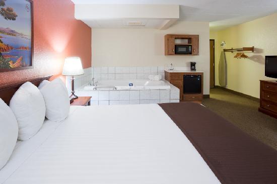 AmericInn Lodge & Suites Alexandria: Whirpool Suite