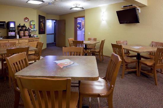AmericInn Lodge & Suites Alexandria: Breakfast Area