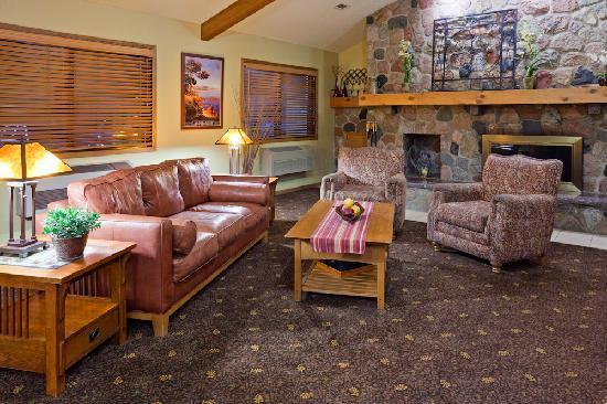 AmericInn Lodge & Suites Alexandria: Lobby