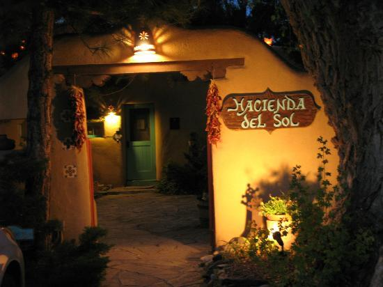 Hacienda del Sol : Entrance at night