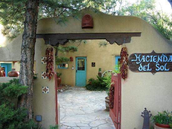 Hacienda del Sol: Entrance in day time